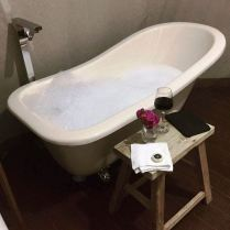 Freestanding bath tubs